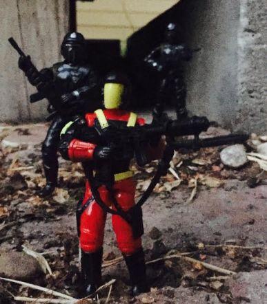 dragon-fortress-1993-crimson-guard-commander-featured