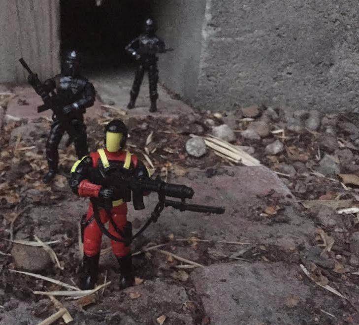 dragon-fortress-1993-crimson-guard-commander-outside